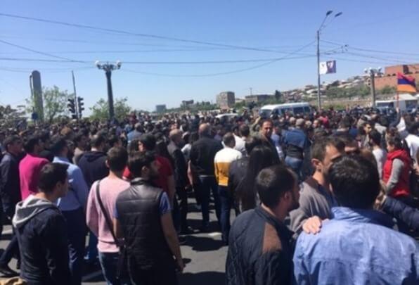 В Ереване госпитализированы 46 человек после столкновения демонстрантов и полиции