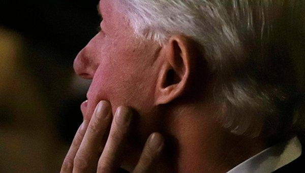 Сразу 4 женщины вспомнили, что к ним приставал Билл Клинтон