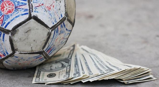 35 футбольных клубов устраивали договорные матчи, - полиция