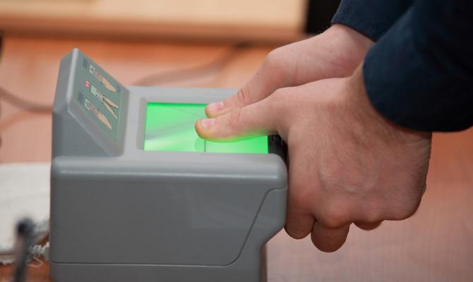 Украинцы оформили почти 5,7 миллиона биометрических паспортов с 2015 года