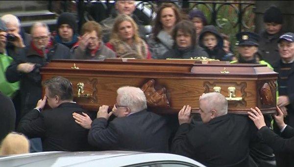 Похороны солистки Cranberries. Сотни людей пришли проститься с певицей