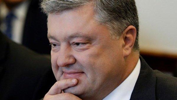 Порошенко: в Украине осенью вырастут пенсии