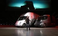 В Лос-Анджелесе презентовали электрический грузовик Tesla