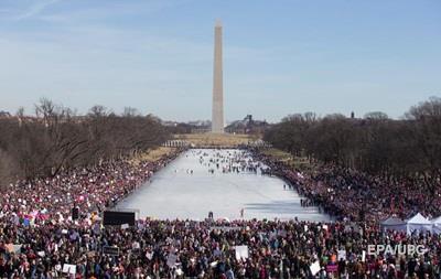 Сотни тысяч вышли на Марш женщин против Трампа