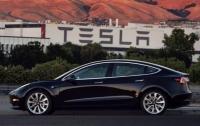 Компания Tesla уволила сотни сотрудников
