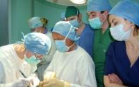 Немецкий пластический хирург делает бесплатные операции детям во Львове