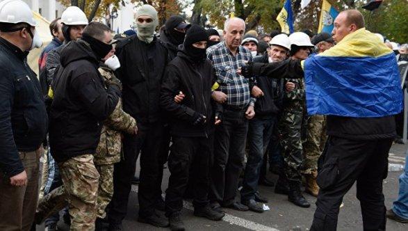 Драка между полицией и сторонниками Саакашвили в центре Киева