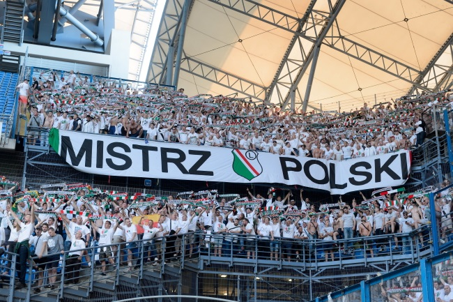 Football: Legia Warsaw win Polish championship amid crowd trouble