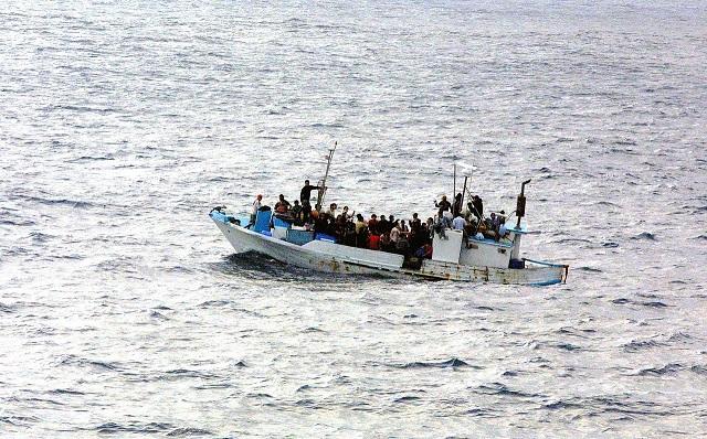 French president backs sanctions on EU states refusing refugees