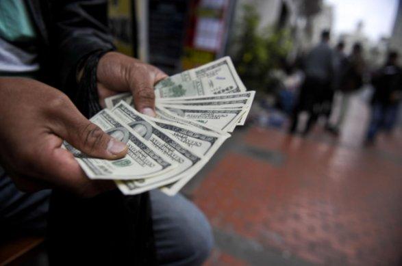 Иностранцы выводят деньги из азербайджанских банков