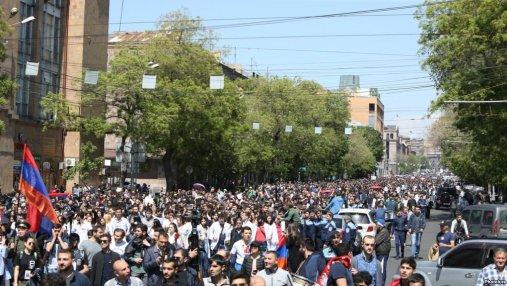 Почему армяне продолжают протесты даже после отставки Саргсяна