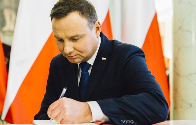 Президент Польщі висловив співчуття королю Іспанії