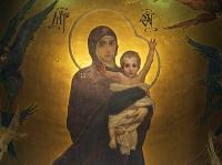Когда была начата роспись интерьеров Владимирского собора, на еще влажной штукатурке возникли очертания Божией Матери с младенцем