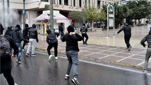 В Греции на митинге подростки забросали полицию коктейлями Молотова: фото и видео