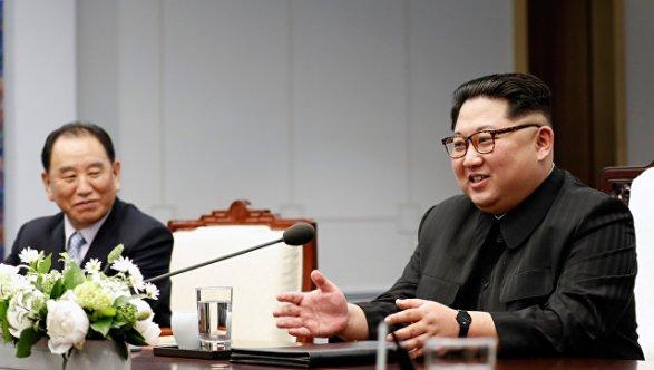 Лидеры двух Корей уединились Фото; Видео; Обновлено 11:50