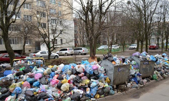 Из Львова за сутки вывезли более 640 тонн мусора