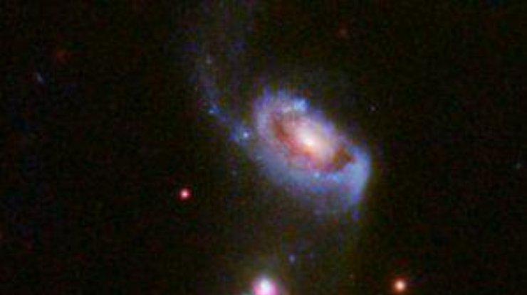 Смерть галактики в черной дыре засняли на фото