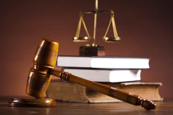 Виновный в гибели школьника завуч отделался штрафом в 500 манатов