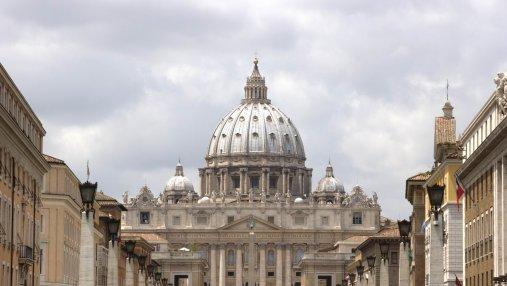Бывшего ватиканского дипломата осудили за хранение детской порнографии