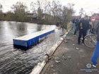 На Черниговщине фура, сбив велосипедистку, упала с моста в реку, - Нацполиция. ФОТОрепортаж