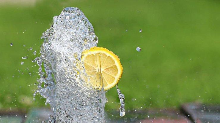 Помогает ли вода похудеть: ответ ученых