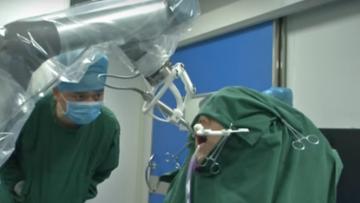 В Китае робот впервые успешно провел операцию по имплантации зубов