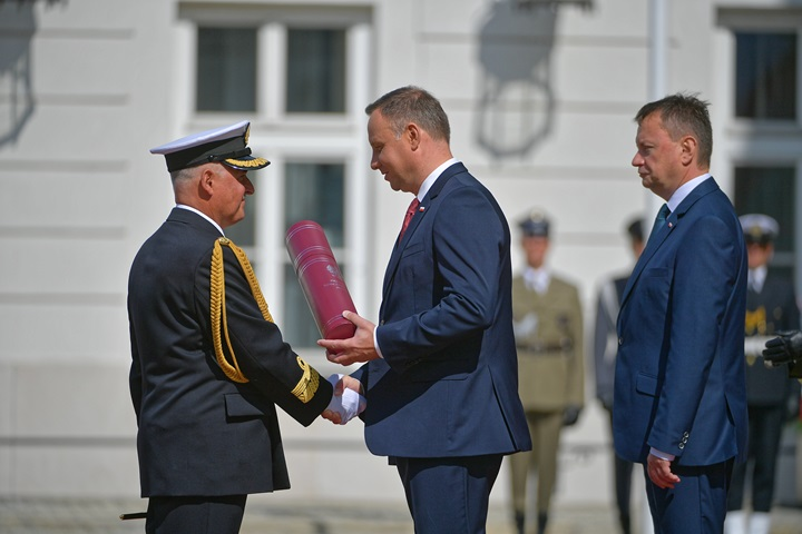 President presents nominations for the rank of general