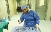 Египетский хирург достал из желудка пациента гвозди, зажигалку и кусачки для ногтей