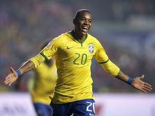 Робиньо сыграл 100 поединков за сборную Бразилии