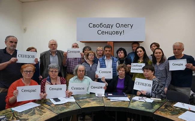 Российские деятели культуры и науки требуют от властей освободить Сенцова