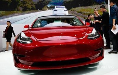 Маск рассказал о полноприводной двухмоторной Tesla Model 3