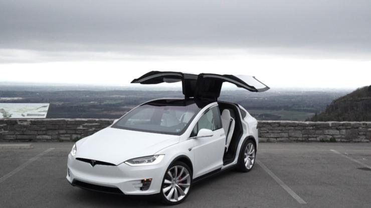 Tesla отзывает 11 тысяч Model X