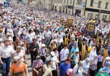 В крестном ходе УПЦ-КП в Киеве принимают участие около 65 тыс. верующих
