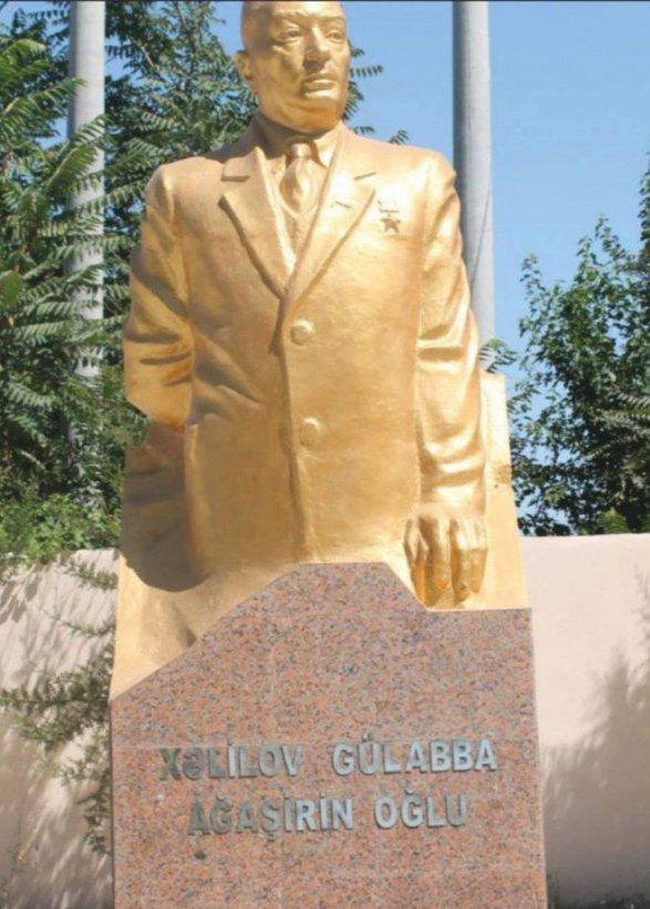 Сабирабадский депутат о позолоченном памятнике своему отцу