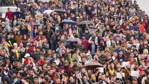 В Армении скончался участник протеста, еще один подросток травмирован