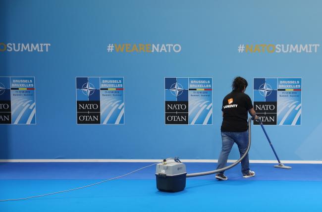 На саміті НАТО проведено додаткову сесію у справі витрат на оборону