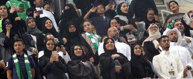 В Саудовской Аравии женщины впервые посетили футбольный матч