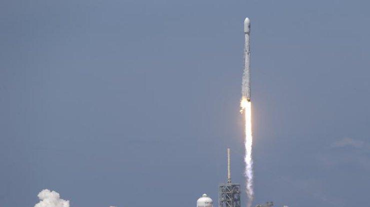 SpaceX запустил Falcon9 с 10 спутниками связи (видео)
