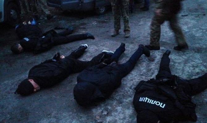 В Запорожье задержаны 9 человек, которые под видом полицейских совершали разбойные нападения
