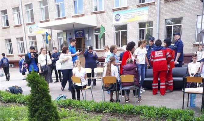В Харькове из-за распыления неустановленного газа из школы госпитализировали 15 учеников
