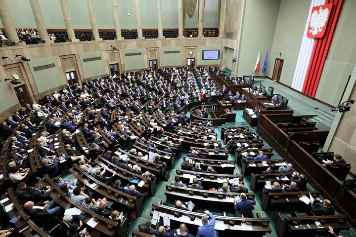Poland's lower house to hold extraordinary sitting on Wed