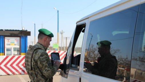 Более 200 автомобилей стоят в очередях на КПВВ Донбасса