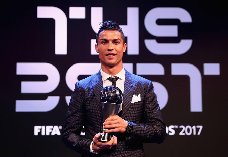 Криштиано Роналду стал лучшим игроком мира по версии ФИФА