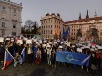 У резиденции президента Чехии прошла акция в поддержку Украины