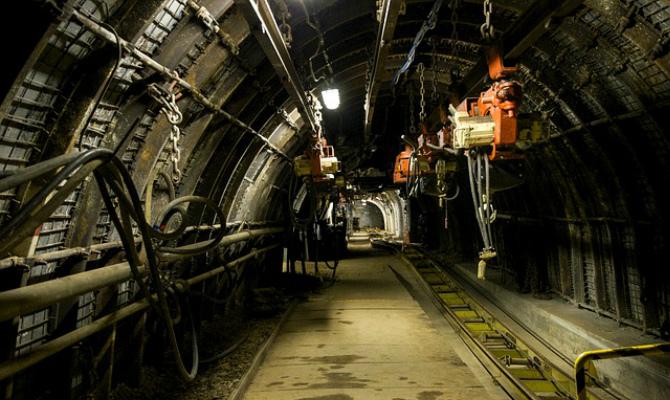 На шахте в Покровске произошла вспышка метана, пострадали восемь горняков