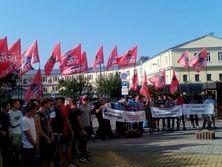 Активисты профсоюзного движения пообещали вернуться под Фонд госимущества, если чиновники не отменят торги по остальным шести облэнерго
