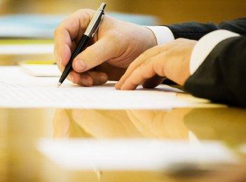 Poroshenko signs law on judicial reform