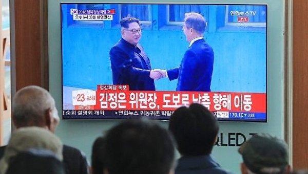 Историческая встреча. Лидеры КНДР и Южной Кореи пожали друг другу руки