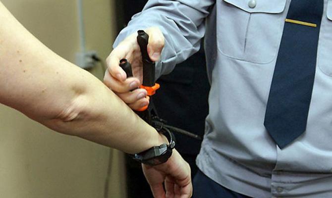 В МВД сломали 404 электронных браслета, каждый из которых стоит по 53 тыс. гривен