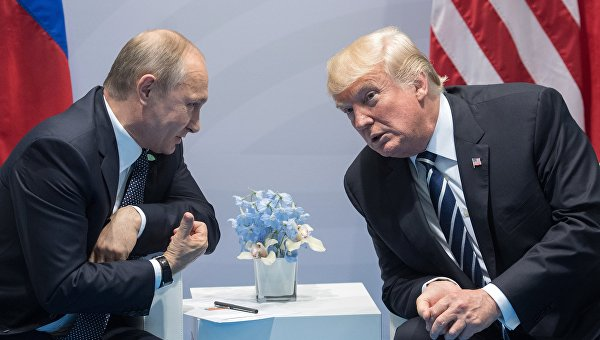 Демпартия США подала иск к правительству РФ, штабу Трампа и WikiLeaks